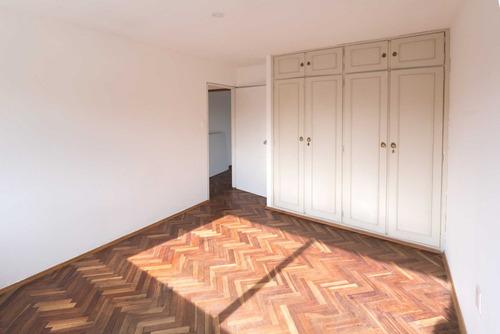 hermoso apartamento en pocitos, 3 dormitorios al frente, sol