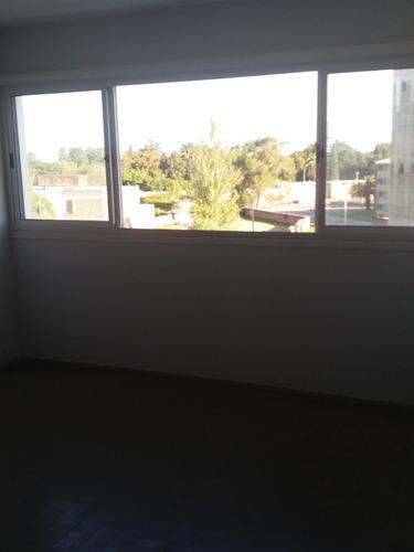 hermoso apto en buceo, dos dormitorios y balcón!!!