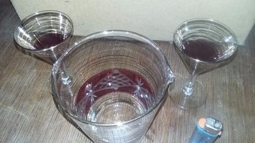 hielera antigua de vidrio con dos copas