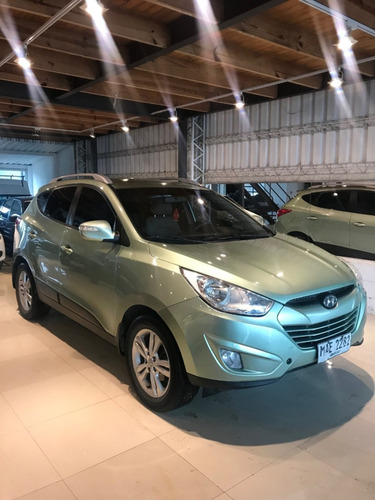 hyundai tucson 2.0 at permuto financio defranco motors.