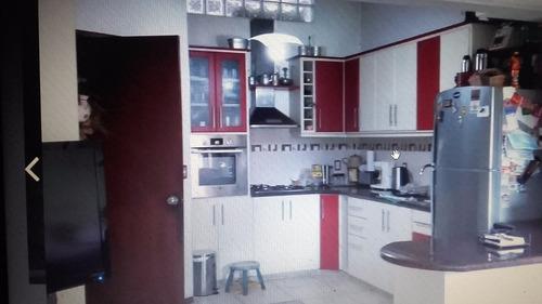 iluminada, cómoda, 3 dormitorios y garage, si banco