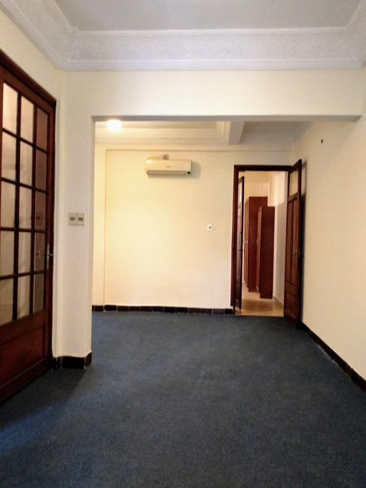 impecable apartamento céntrico, al frente, 2 dormitorios