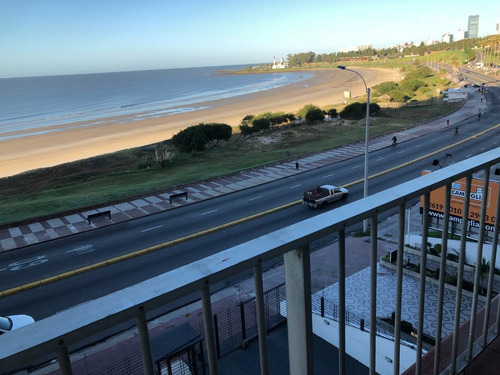 impecable apartamento con vista al mar