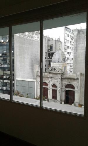 impecable mono-ambiente con división en galería del london