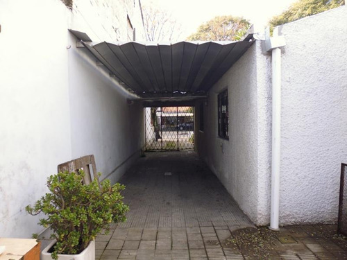 imperdible! 2 casas. lugar para 3 autos. patio. parrillero