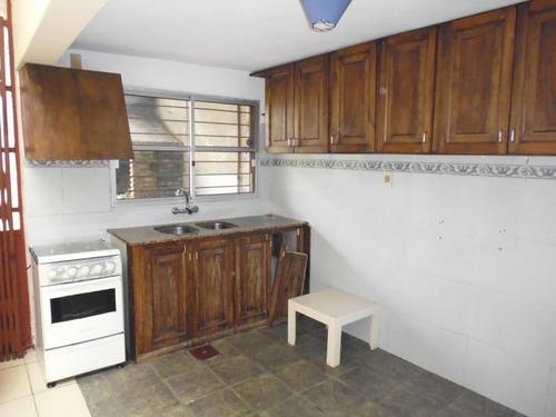 imperdible! 6 dormitorios y 4 baños. patio de 83m2 y garaje.