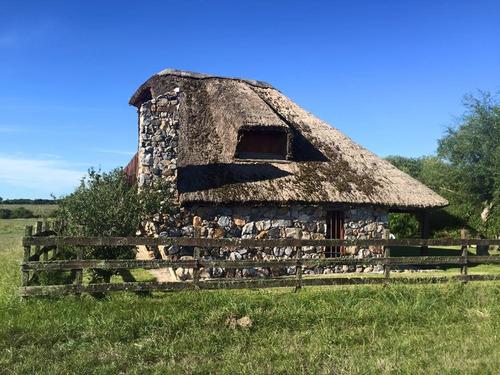 imperdible chacra con casa de piedra a 15 mi de n. helvecia
