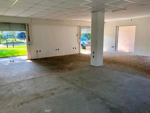 importante oficina en alquiler en carrasco 145 m2