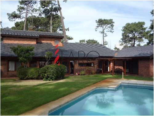 increíble casa en venta! 1400 metros de terreno y mas de 325 metros edificados! - ref: 36154