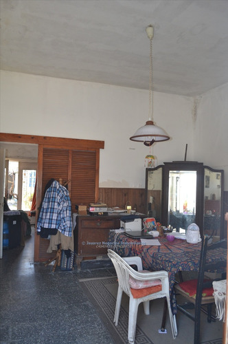 j.s. buena casa para reciclar de 2 dormitorios o terreno