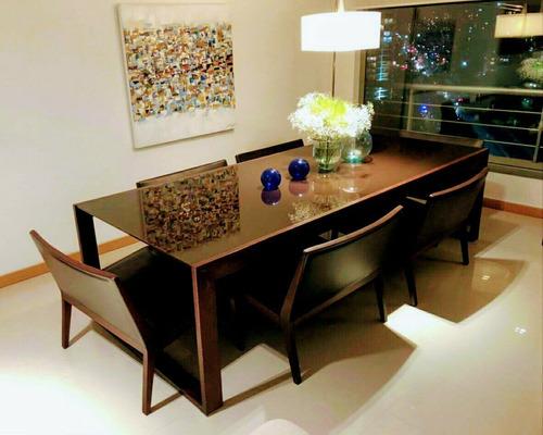 juego comedor mesa de vidrio y sillas de cuero.