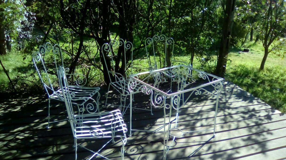 Juego de jardin y 4 sillas en for Muebles rattan montevideo