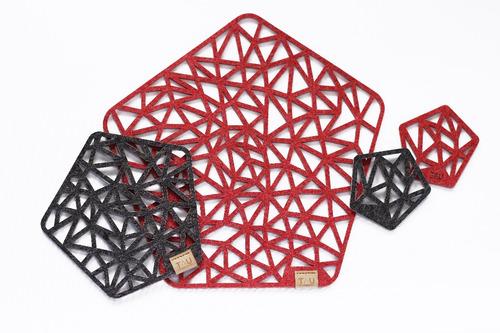 juego de posavasos en fieltro delta rojo - tau