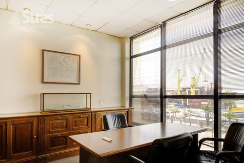 la oficina se encuentra ubicada sobre la rambla portuaria
