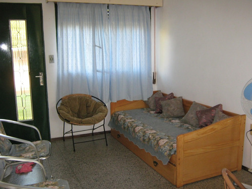 limpia, prolija y segura para hasta 4 personas. lado norte.