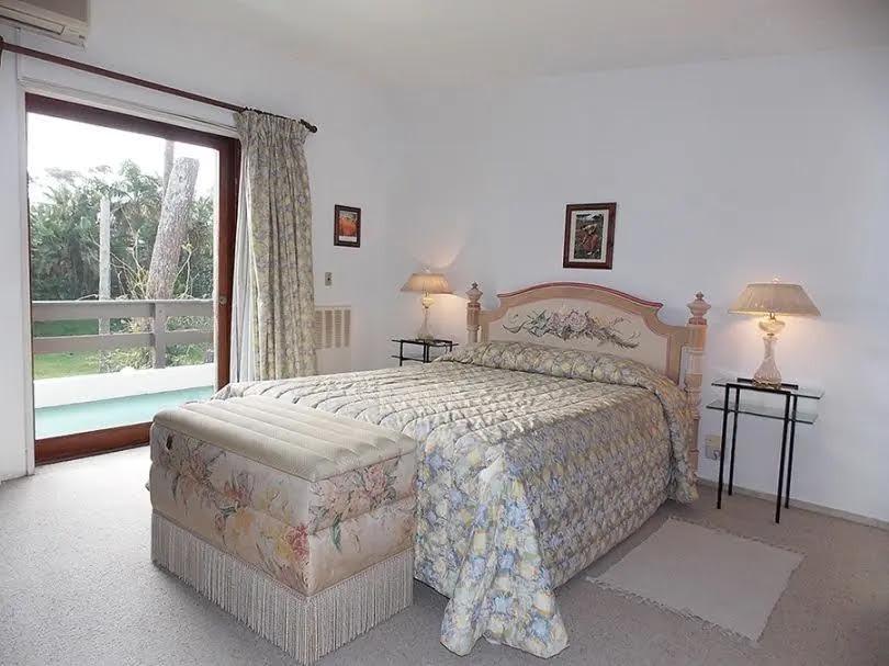 linda casa disponible en alquiler anual en punta del este