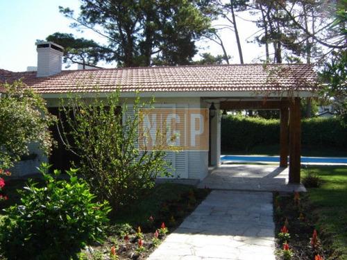 linda casa muy cerca del mar jardin cercado con piscina muy linda decorada - ref: 19376