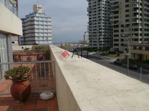 linda unidad con amplia terraza, a pocos metros de la playa. consulte. - ref: 139
