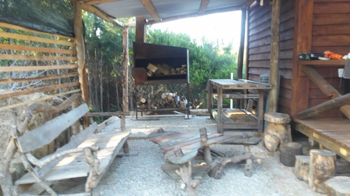 linda y familiar cabaña rodeada de naturaleza