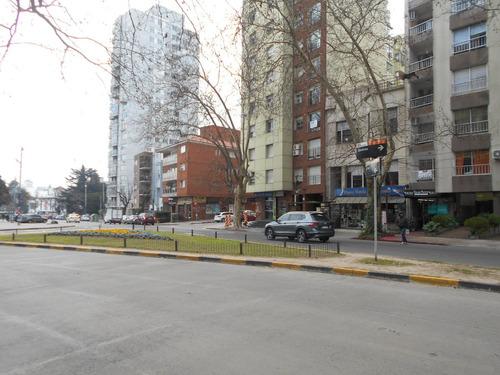 llave local inmejorable punto fte a plaza varela
