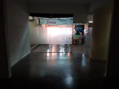 local comercial en galería opera, 18 de julio y magallanes.