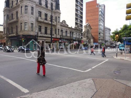 local comercial en galería primera avenida 18  y vazquez