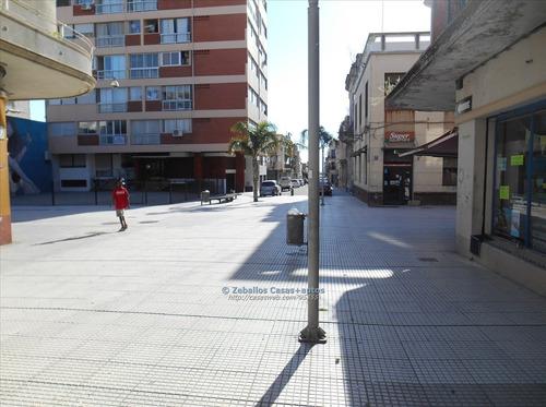 local comercial en peatonal sarandi dos baños, 97 mts