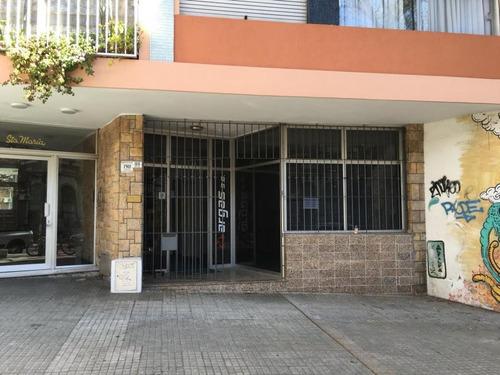 local comercial entrada a dos calles admite vivienda.