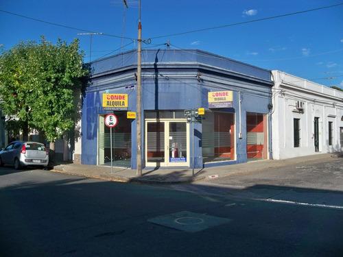 local comercial esquina,  buena ubicación en zona comercial