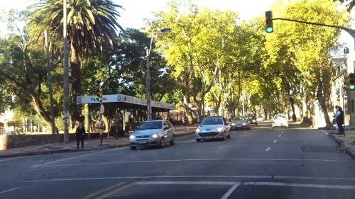 local comercial (rentado) en venta pocitos - ed. rivera park