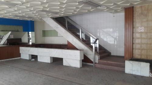 local comercial sobre domingo aramburú