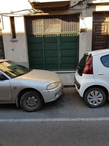 local con entrada para auto