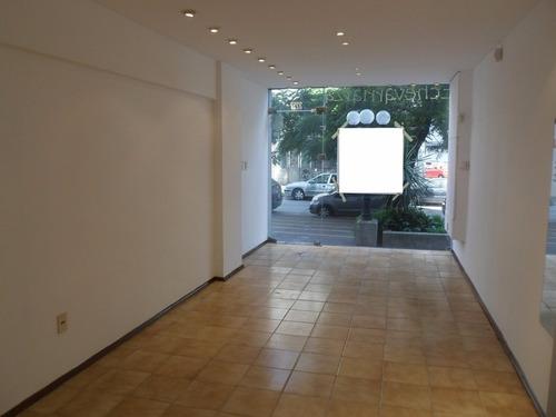local de 25 m2 en echevarriarza y buxareo, cuadra comercial