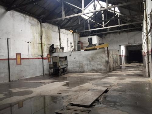 local en venta la comercial,ideal taller,cocheras, industria