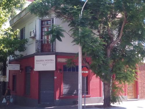 local gastronómico y casa de altos en excelente ubicación