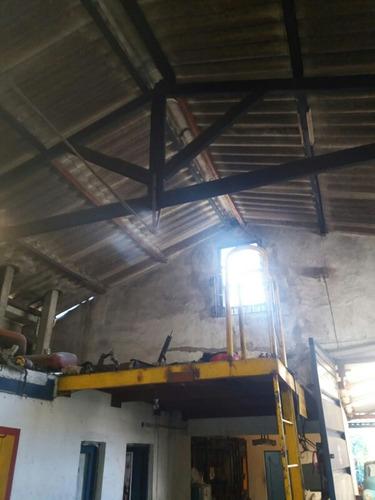 local industrial a 3 cuadras de antel arena