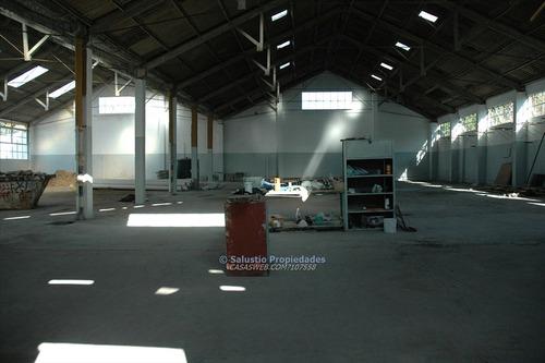 local industrial con oficinas en flor de maroñas.