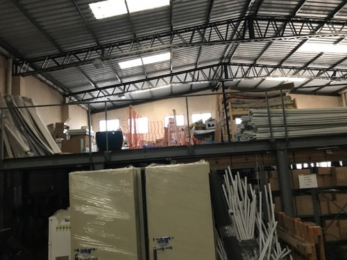 local industrial-deposito