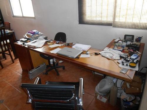 local para depósito con oficinas