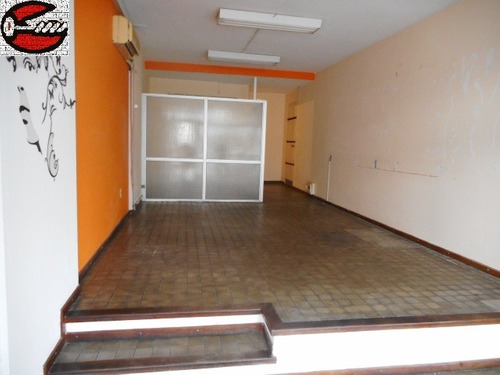 local punta carretas al fte. 35 m2 - show room mampara baño