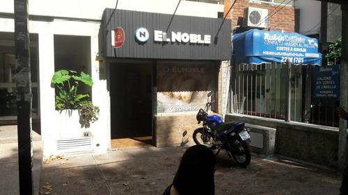 local sobre av brasil en parada de bus con renta