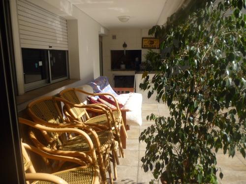 lujoso apartamento con patio, parrillero y gje para 2 autos