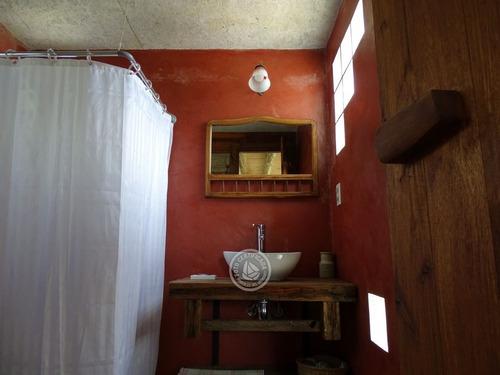 luz interior - cabaña en punta del diablo
