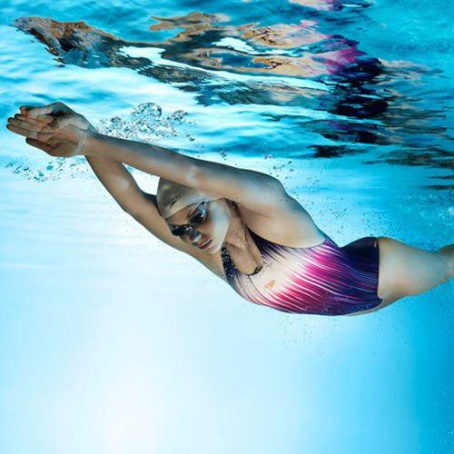malla speedo natación anticloro niña piscina + regalo el rey