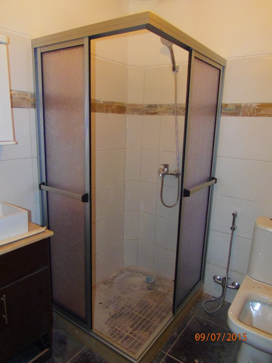 Mamparas ventanas y puertas aluminio cerramientos rejas - Modelos de mamparas de ducha ...