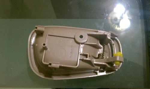 manija interior izquierda toyota corolla 98 - 02 beige