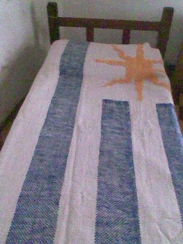 manta bandera uruguaya en telar