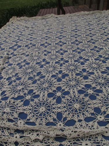 Mantel Tejido Al Crochet. Muy Buen Estado. - $ 2.400,00 en Mercado Libre