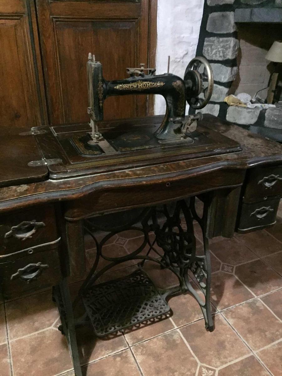Maquina De Coser Singer Con Mueble De Madera - $ 8.000,00