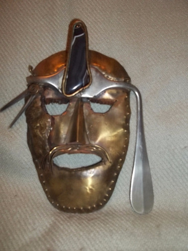 máscara de bronce